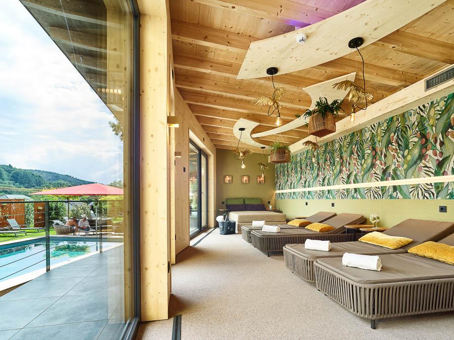 Ruheraum und Pool