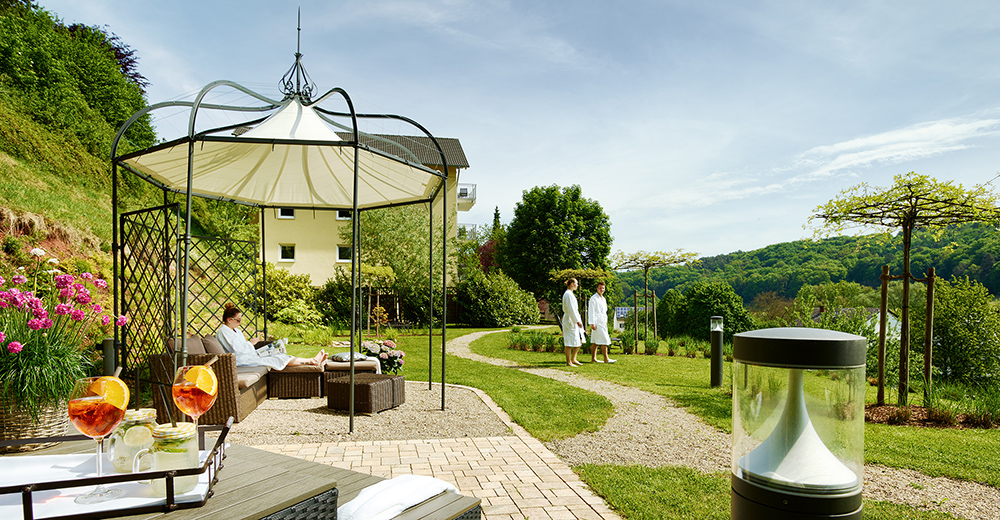 Impression1-Garten_Sonnenwiese_Wellness